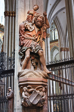 St. Christopher statue, Dom