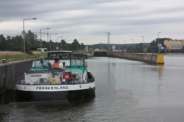 Boats in a lock, Main
