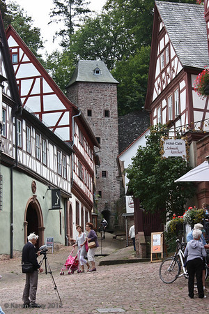 To the Miltenberg walls