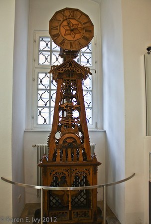 Melk, wooden clock
